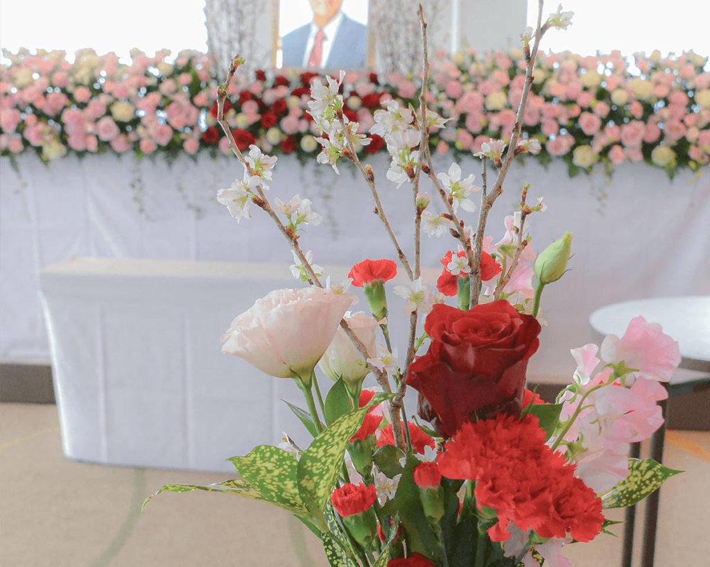 四季折々の彩り豊かな花祭壇